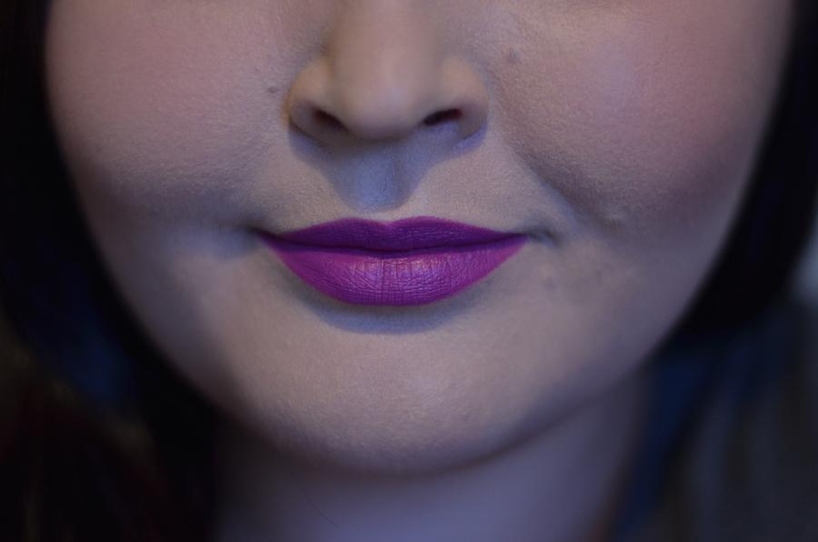 violetti huulipuna