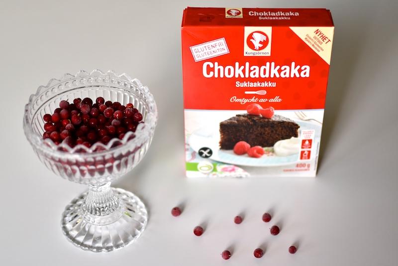 Gluteeniton Kungsornen puolukkakinuski- suklaakakku DSC_0510
